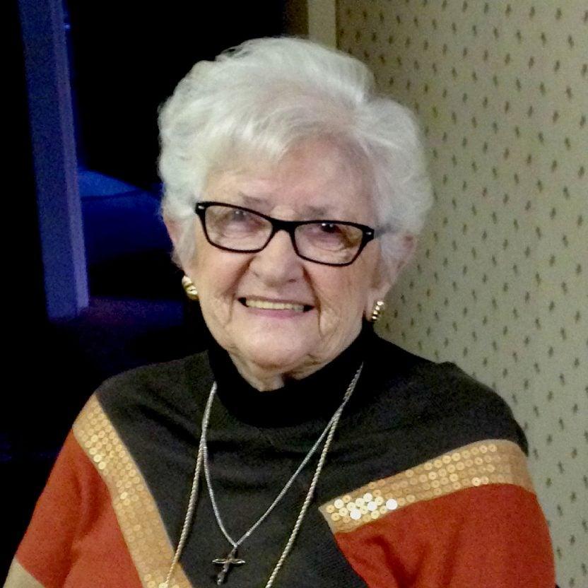 Lola Lagakos
